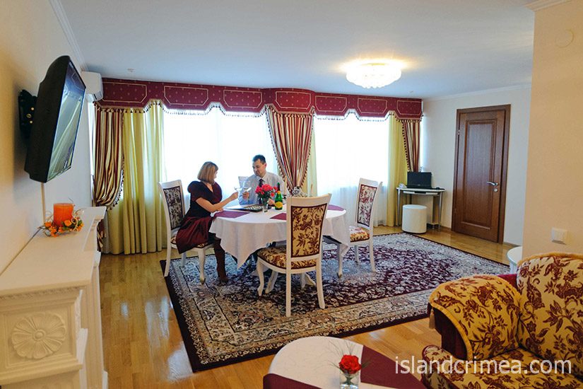 """Санаторий """"Сакрополь"""", люкс VIP, гостиная"""