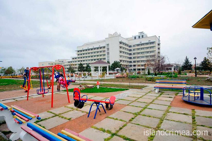 """Детская площадка в санатории """"Сакрополь"""""""
