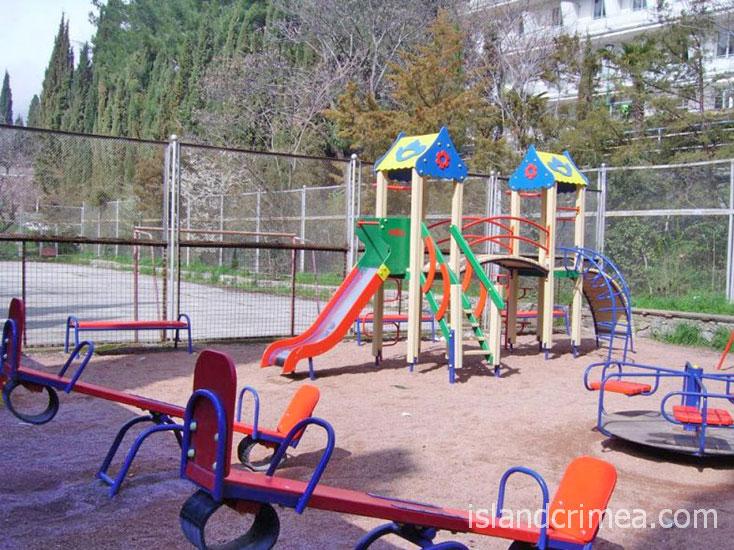 """Санаторий """"Утес"""", детская площадка."""