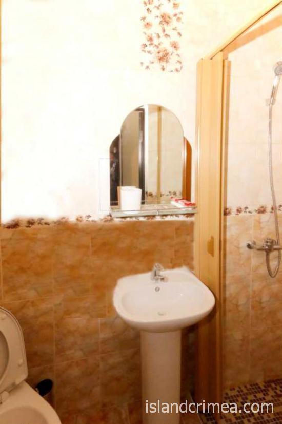 "Санаторий ""Узбекистан"", санузел в 2-комнатном 4-местном люксе, корпус 7"
