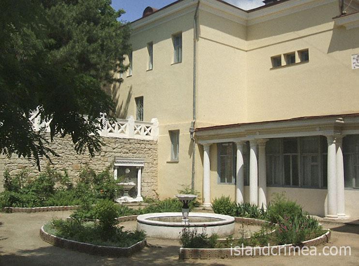 Корпус 6 (Дача Милос), внутренний дворик.
