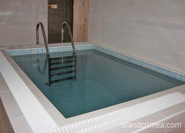 """Отель """"Сказка"""", номер с бассейном и сауной."""