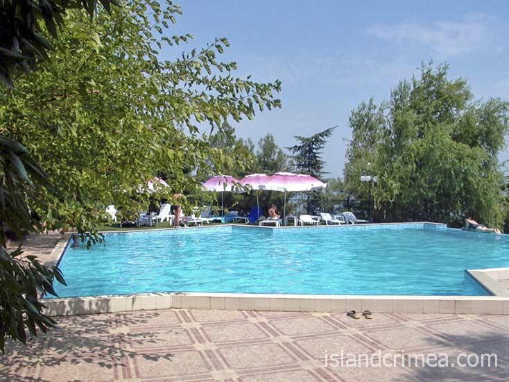 """Отель """"Сказка"""", открытый бассейн."""