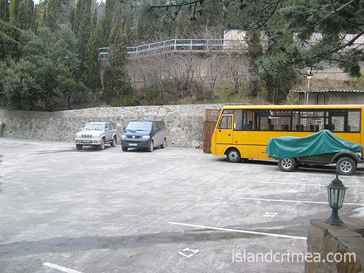 """Отель """"Сказка"""", парковка."""