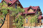 Пансионат Солнечный Берег, деревянные коттеджи с двухэтажными апартаментами.