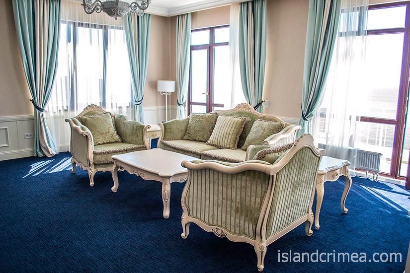 """Санаторий """"Сосновая роща"""", executive suite, гостиная"""
