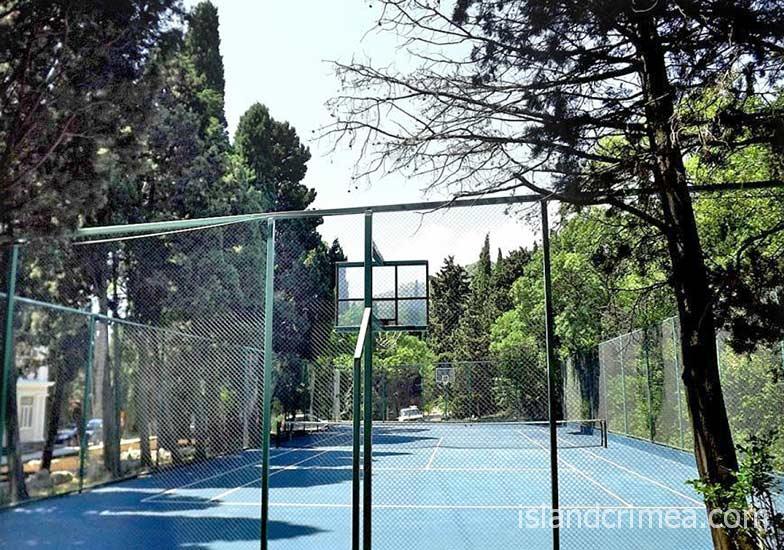 "Вилла ""Голубой залив"", спортивная площадка (теннисный корт)"