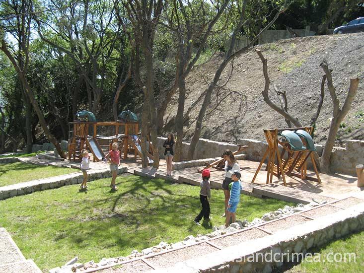 """Детская площадка в гостиничном комплексе """"Зеленый Мыс Resort"""""""