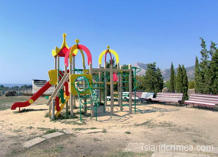 """Детская площадка в пансионате """"Звездный"""""""